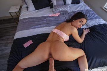 Hot babe Jaye Summers fucked doggy style